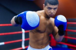 Gegen Konterboxer kämpfen