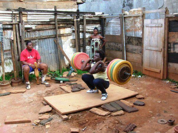 Bodybuilding Ghetto Workout Fotos Bankdrücken - Kniebeugen in den Slums.